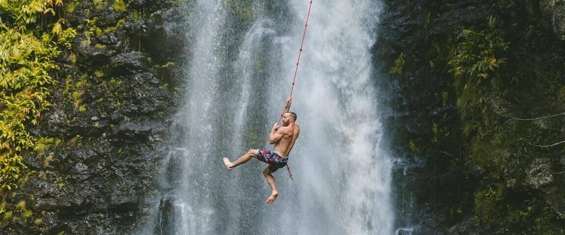 банджи джампинг с водопада