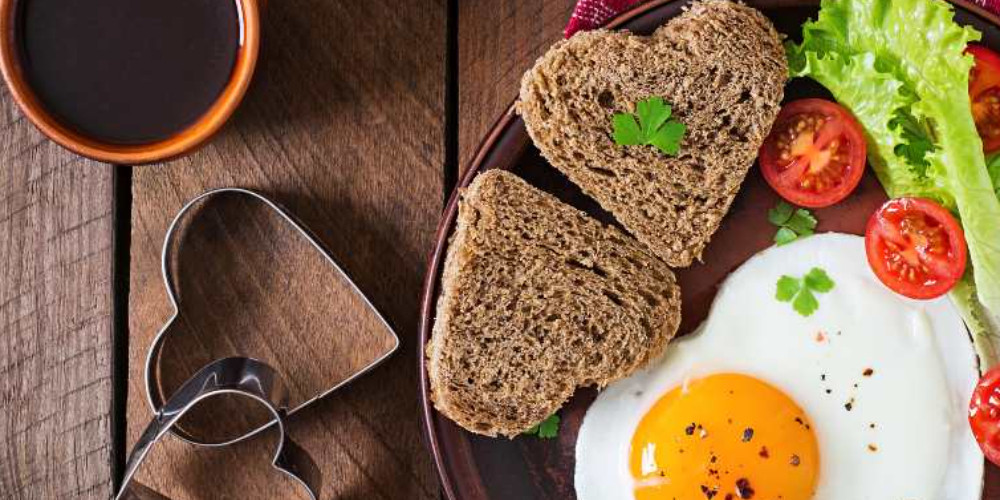 Delicious breakfast with eggs and vegatables