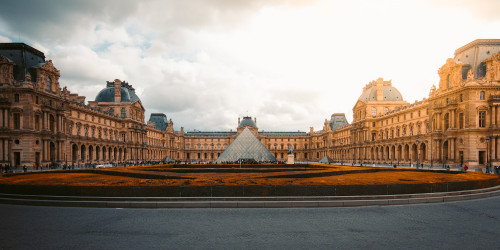 Hermitage or Louvre? Which one of these museums to visit?