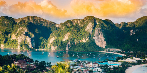 10 reasons why you should travel to Phi-Phi Islands instead of Bangkok