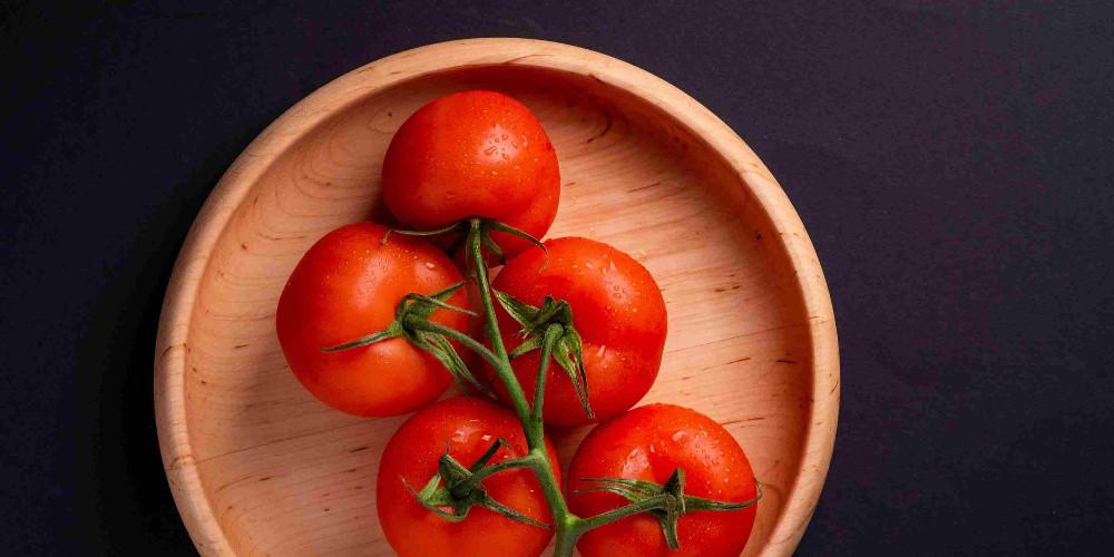 Tomato and swimming glasses
