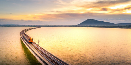What to do on a long train ride? 5 Tips for Train Travel