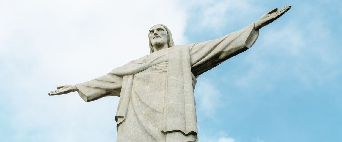 christ the redeemer and sky