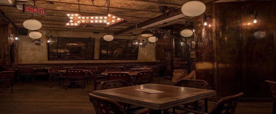 dark antic restaurant