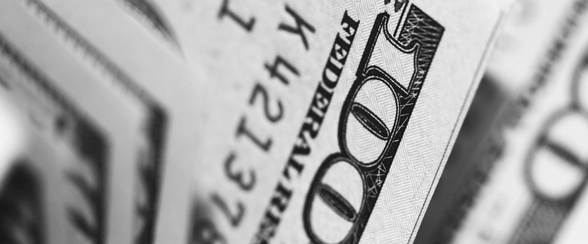 dollari v cherno belom
