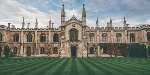 10 reasons why you should travel to Oxford instead of London