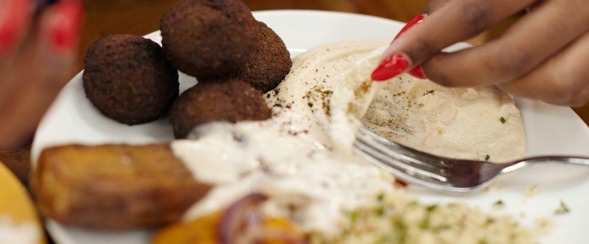 hummus falafel dish