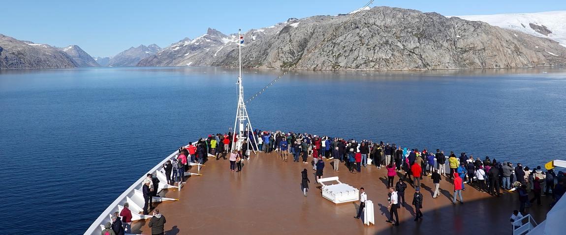iceberg tourism