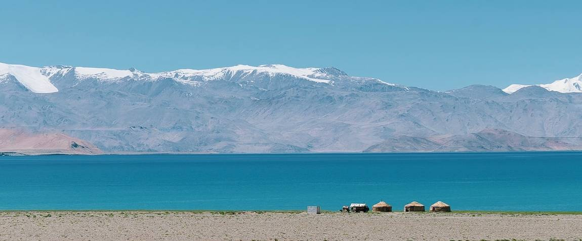 lake in tajikistan