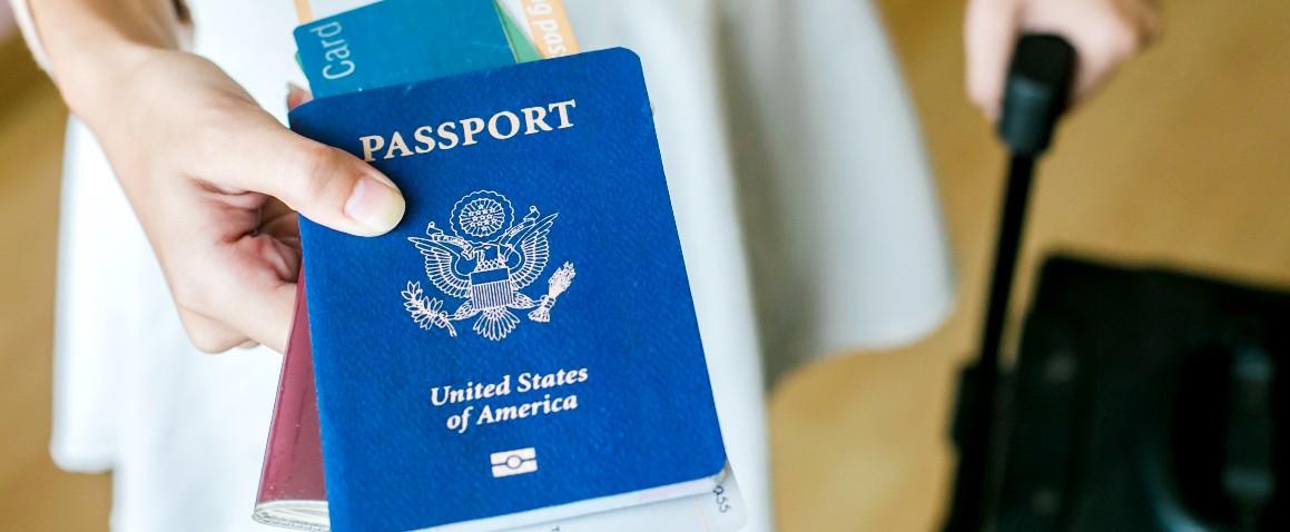krupniy plan pasporta proezdnoy dokument