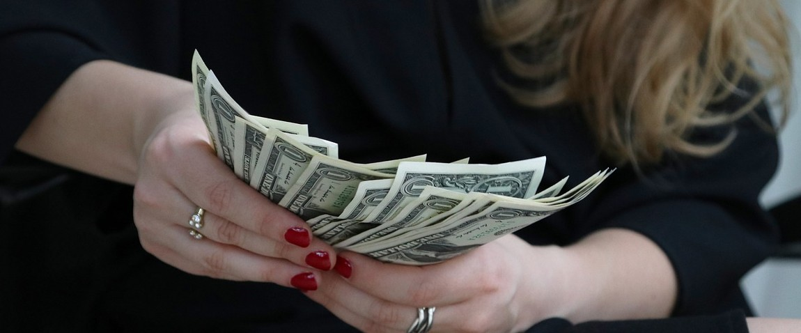 kupuri dengi amerikanskie dollari finansi