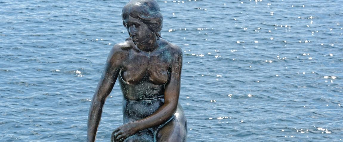 monument to the little mermaid