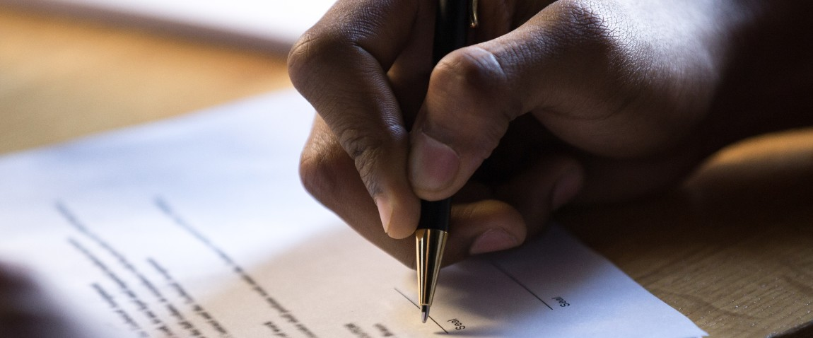signing financial contract