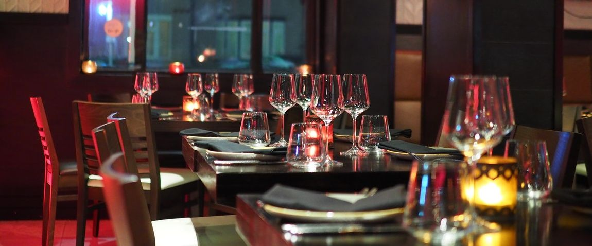 restaurant table glasses