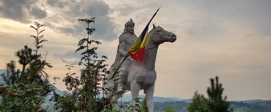 statue of vlad tepes