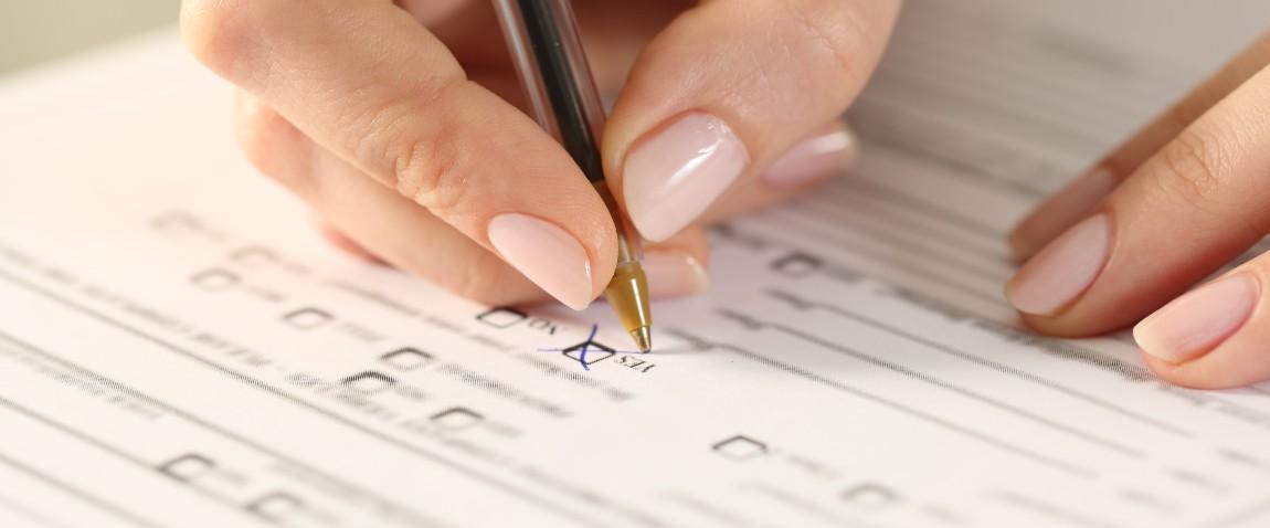 woman filling form